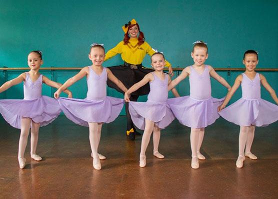 dance-performance-wiggles
